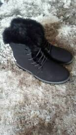 Adidas Hightop boot/Trainers Size 8/41