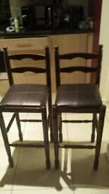 2wooden bar stools