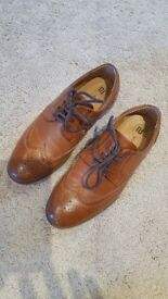 Boys tan shoes size 4