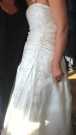 Size 10 ivory wedding dress wiv train but also buttons up