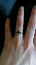 9ct gold ring, centre stone , cluster ring