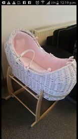 Noah pod moses basket and rocking stand excelent conditiom condition
