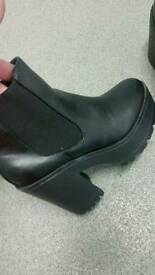 Womans boots size 5 (38)