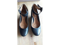 Clarks Capricorn Moon Leather Wedge shoes, great condition 5.