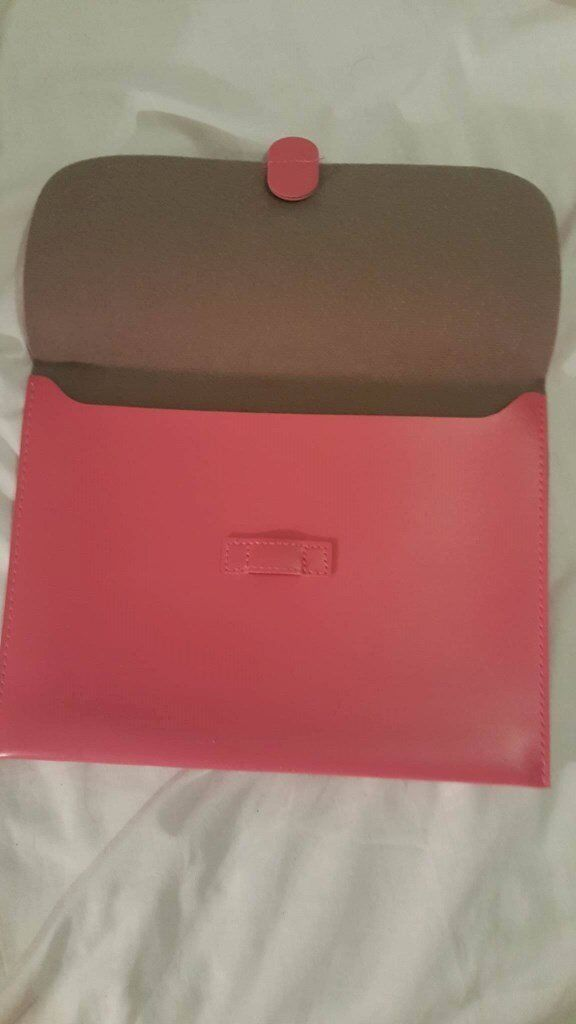 Ipad 2 pink protector case, ideal for carrying Ipad aroundin Bournemouth, DorsetGumtree - Ipad 2 pink protector case, ideal for carrying Ipad around, no longer needed as upgraded my Ipad, in excellent condition Please look at my other ads