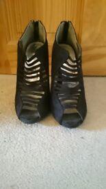 Black, New Look, Women's strappy heel. Size 7.