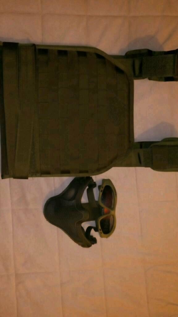 Airsoft body armour and face mask and goggles