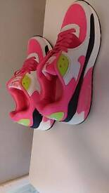 Brand new nike air max trainers size 4