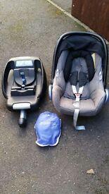 Maxi Cosi car seat and seat base