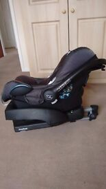 Maxi Cosi child's car seat with EasyBase. A little bit faded but in good condition