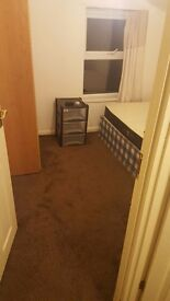 Medium Size Room available in Manor Park near 3 Stations EAST HAM/MANOR PARK /WOOD GRANGE PARK