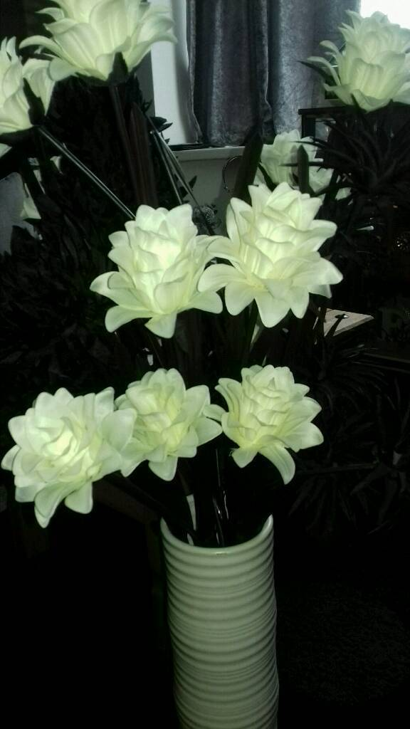 Ex condition large white vase with lovely black and white artificial ex condition large white vase with lovely black and white artificial flowers 20 mightylinksfo