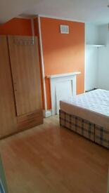 DOUBLE BEDROOM in quiet house close to all amenities
