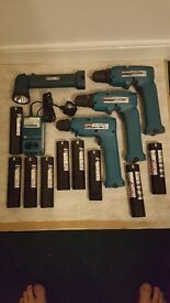MAKITA 9.6V 2 CORDLESS DRILL / DRIVERS, TORCH, BATTERY CHARGER AND 9 BATTERIES *PRICE REDUCED*