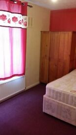 URGENT AD: LARGE DOUBLE ROOM FOR RENT - NORTHOLT