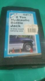 Hilka 2 ton hydraulic jack