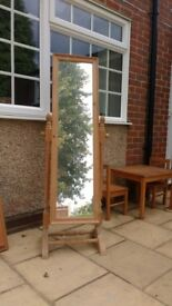 Pine stand-up mirror