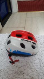 Childs cube cycle helmet