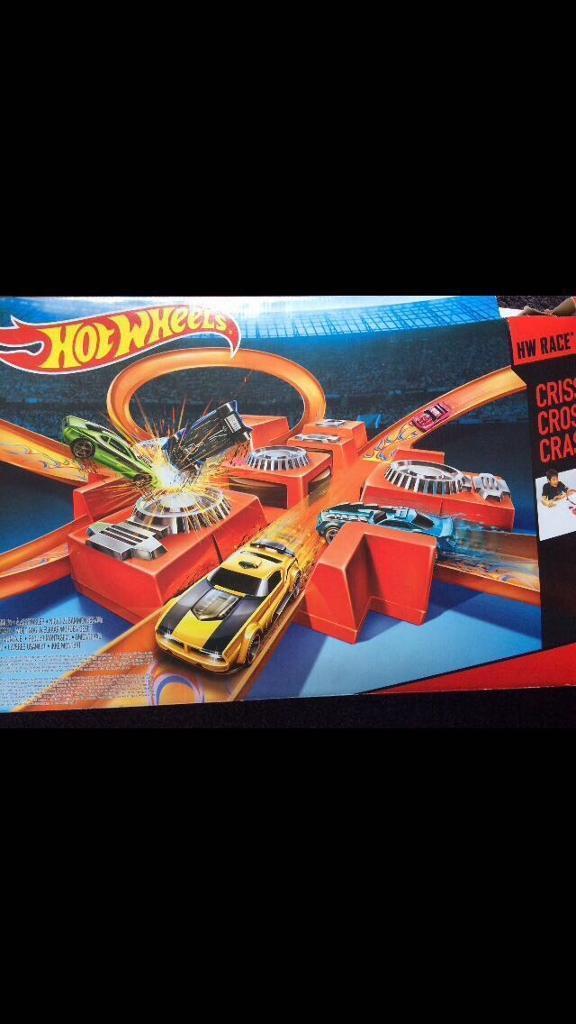 Hot wheels criss cross cars