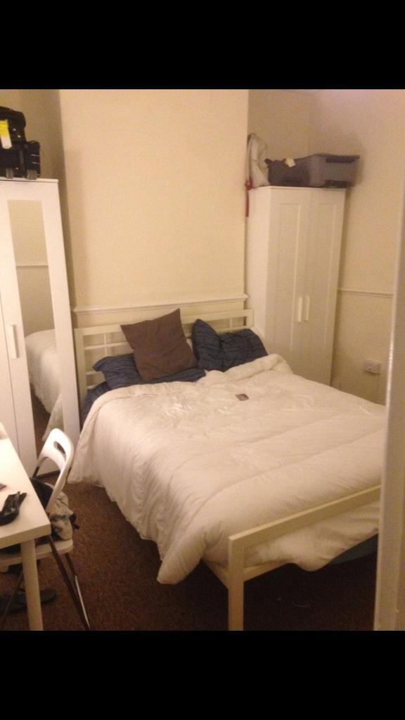 Large double bedroom In Redfield 10 minutes to the center