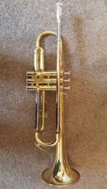 Yamaha YTR2330 gold lacquered Bb trumpet including many accessories!