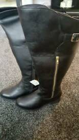 Ladies boots size 9