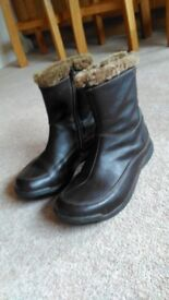 Ladies Brasher leather fur lined boots