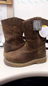 Negotiable!!!Need gone!MUCKBOOTS Men's 7 (fits women size 8.5/9)