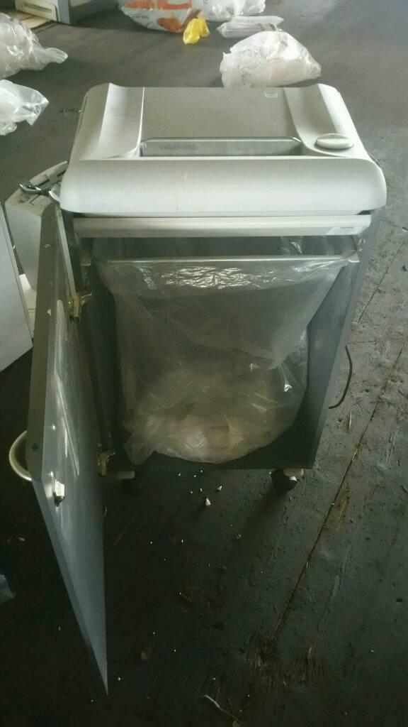 Heavy duty paper shredder