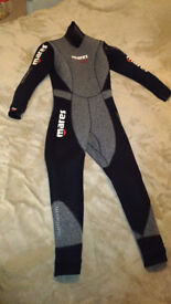 Full length, women's semi-dry dive suit: Mares Isotherm 5mm