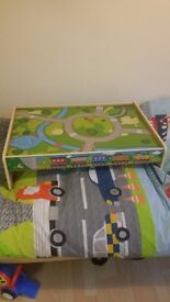 Kids yrain table/car table excellent condition