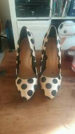 Dorothy Perkins Size 6 Courts