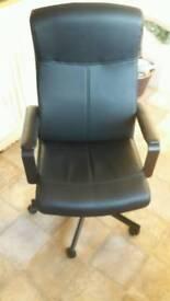 Black computer chair excellent condtion