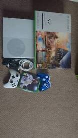 Xbox One + 2 pad and games