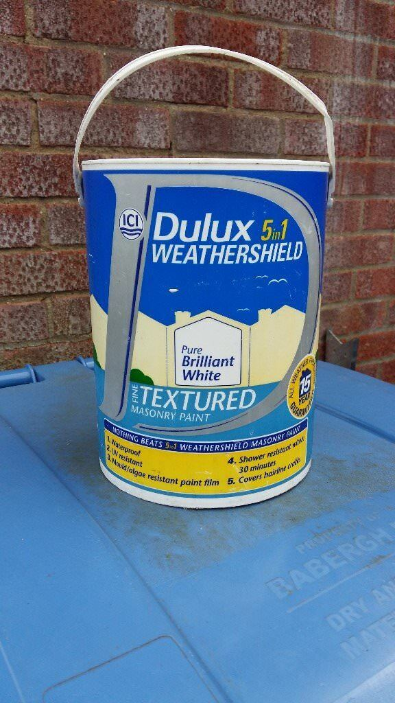 Dulux Weathershield Textured Masonry Paint White in Hadleigh
