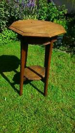 Beautiful Oak Table - Plant/Lamp Table