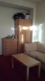 Large Room in Prime Location E1 Area!