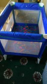 Travel lite cot / playpen