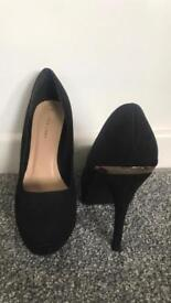 New look black and gold heels size 7