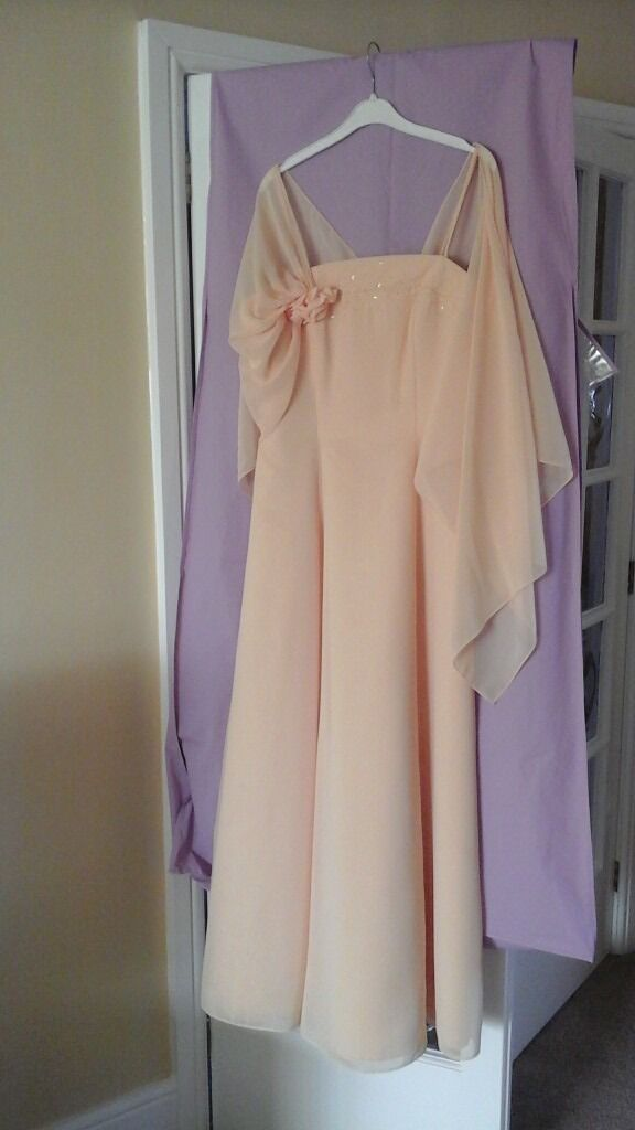 Evening Gown Peach As new Size 16