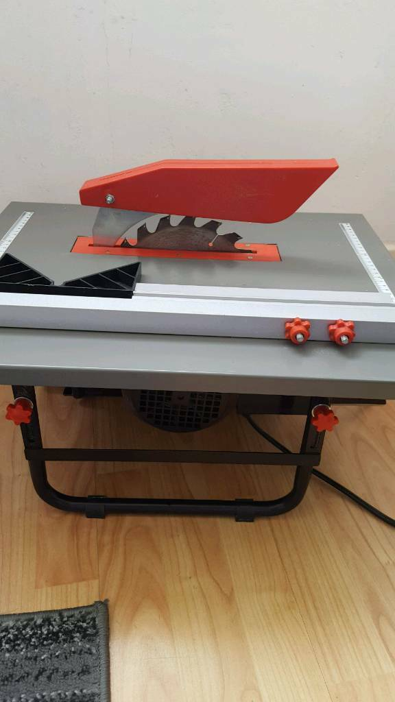 Bench tipe circular saw with height adjustment