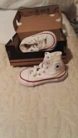 White high top converse toddler size 4 immaculate condition