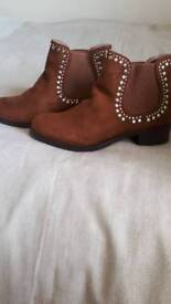 Brand new size 5 boots