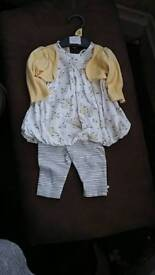Baby girl yellow outfit (0-3 mths )