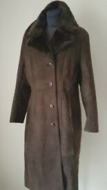 REDUCED EXTRA WARM VINTAGE 100% REAL LEATHER SUEDE COAT DARK CHOCOLATE FUR MEDIUM APPROX 12 - 14