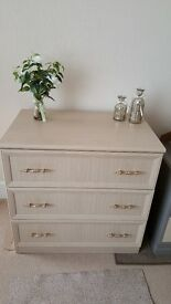 Top quality chest of drawers in good condition