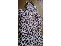 Medium size 10/12 womens/teenage girls dressing gown, giraffe patterned hooded