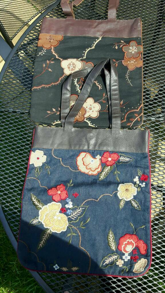 Pair of embroidered shopper bags