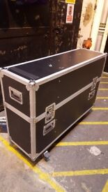 """Spider flight case for 2x32"""" tv.s"""