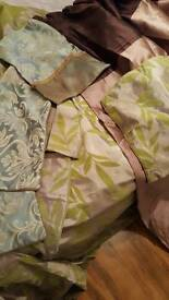2 pairs of curtains and pillow cases
